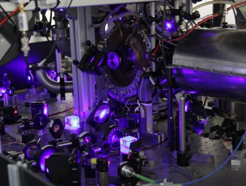 最先进光学原子钟超精确追踪时间流逝